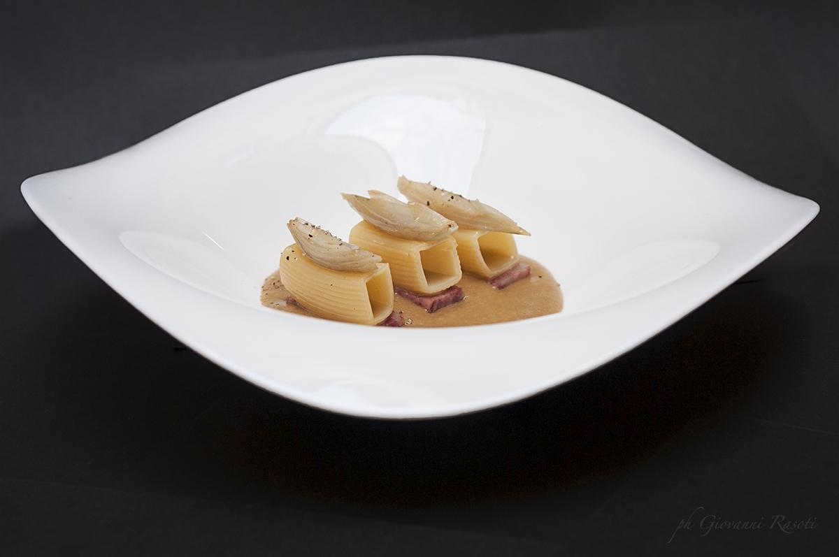 Crema di lenticchie, scalogni, riquadri e cotechino